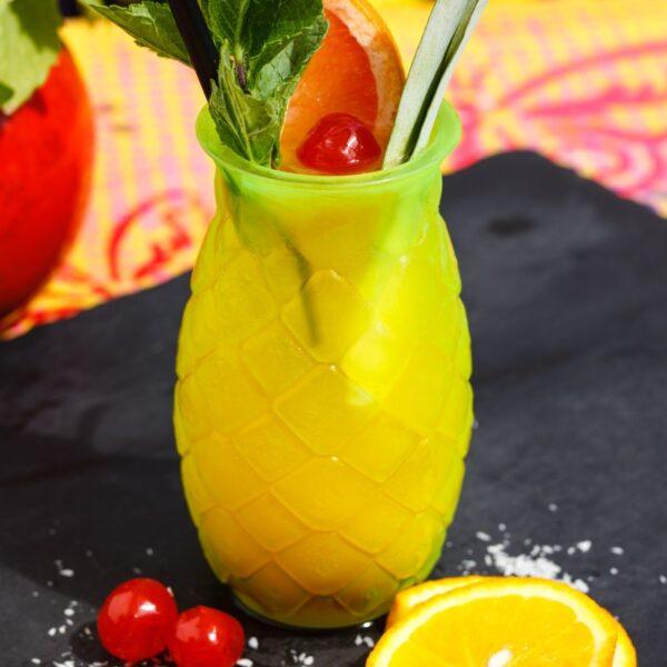 Isetehtud troopiline mango-passioni limonaad